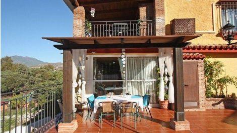 Villa de 6 dormitorios en venta en Milla de Oro – R3457222 en