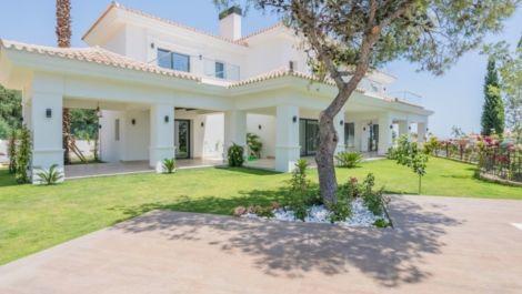 5 bedroom Villa for sale in Sierra Blanca – R3537697