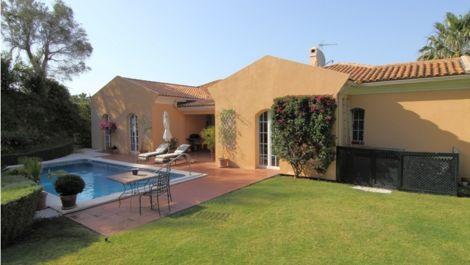 Villa de 3 dormitorios en venta en Sotogrande – R2266883 in