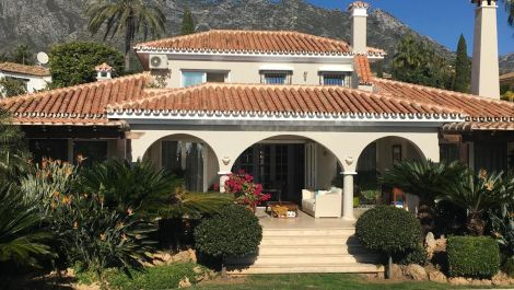 4 bedroom Villa for sale in Sierra Blanca – R3231376
