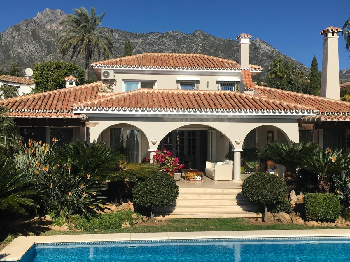 4 bedroom Villa for sale in Sierra Blanca – R3231376