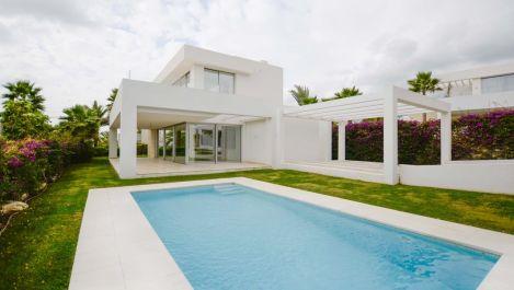 Villa de 3 dormitorios en venta en Marbella – R3303781 en