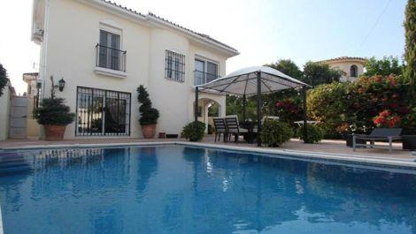 3 bedroom Villa for sale in Estepona – R497665