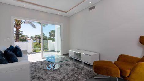 Atico de 2 dormitorios en venta en Estepona – R3289987