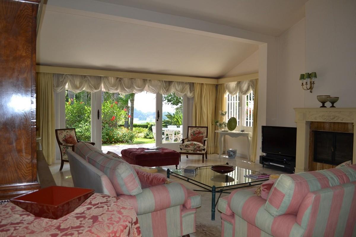 6 bedroom Villa for sale in Río Real – R3106712