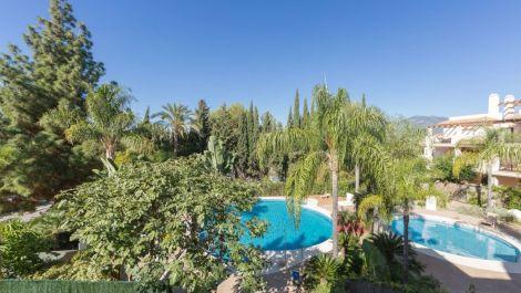Apartamento de 2 dormitorios en venta en Nueva Andalucía – R3539410