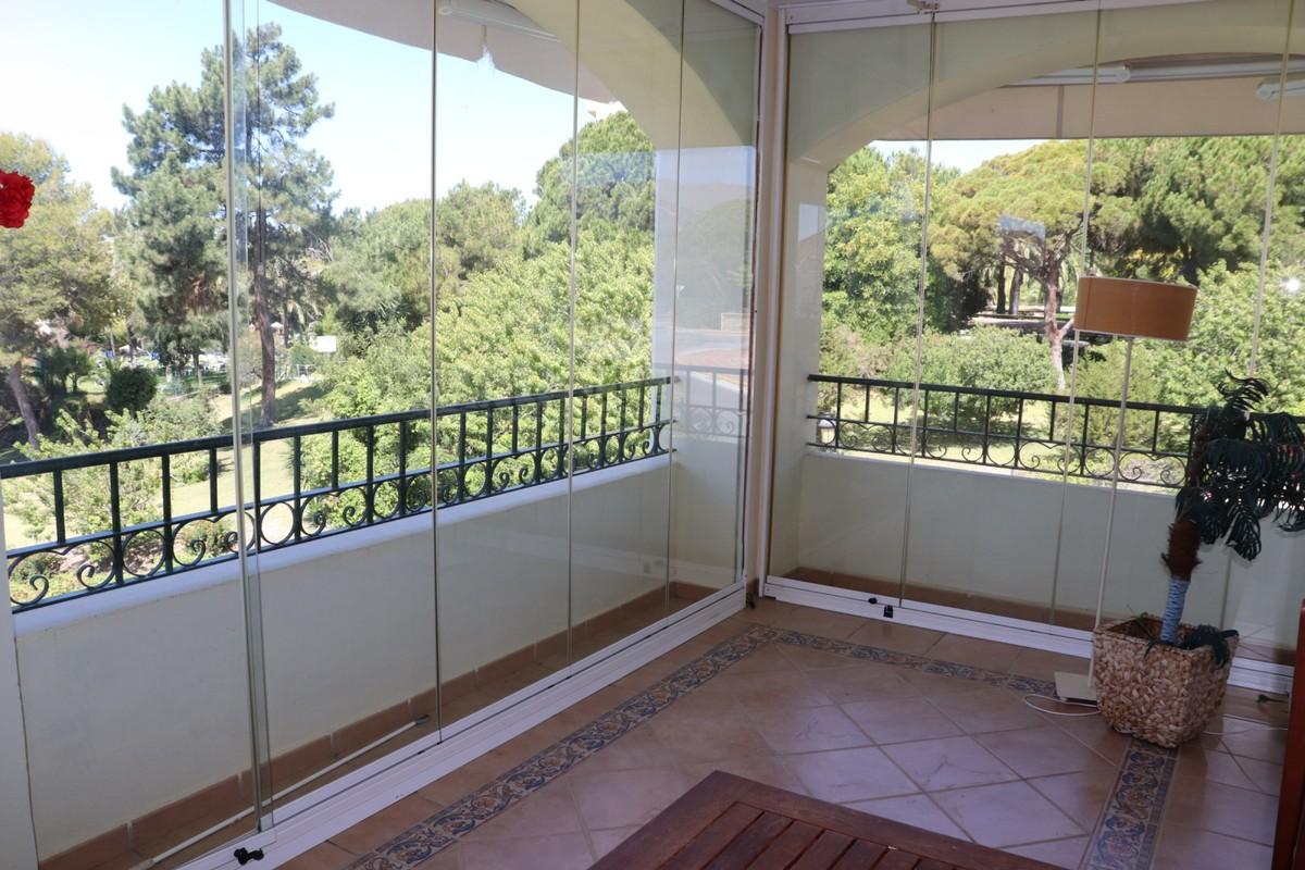 Apartamento de 3 dormitorios en venta en Elviria – R2925941
