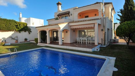 Villa de 4 dormitorios en venta en Nueva Andalucía – R3066415 en