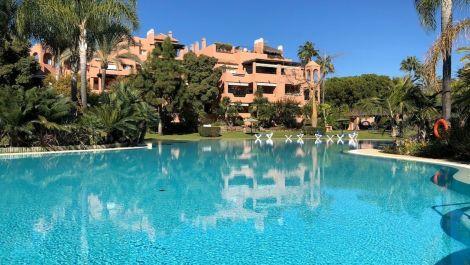 Apartamento de 2 dormitorios en venta en Guadalmina Baja – R3066982 en
