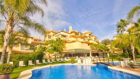 Apartamento de 2 dormitorios en venta en Nueva Andalucía – R3533656