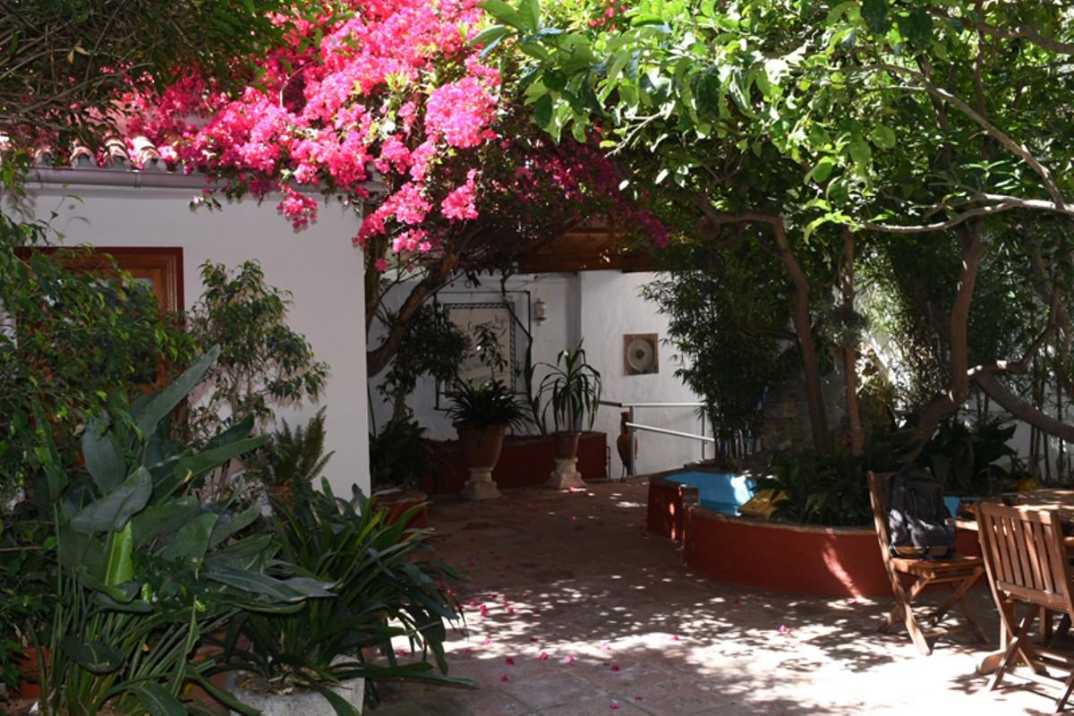 Villa de 8 dormitorios en venta en San Pedro de Alcántara – R2909594