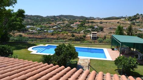 3 bedroom Finca for sale in Estepona – R2492024