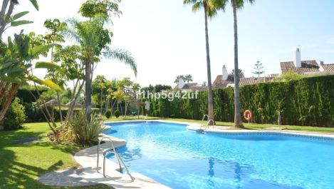 2 bedroom Apartment for sale in Guadalmina Baja – R3065485 in