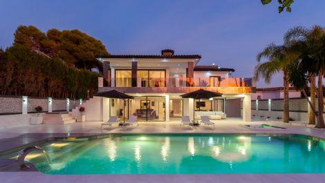 Villa de 5 dormitorios en venta en Los Monteros – R3330439 en