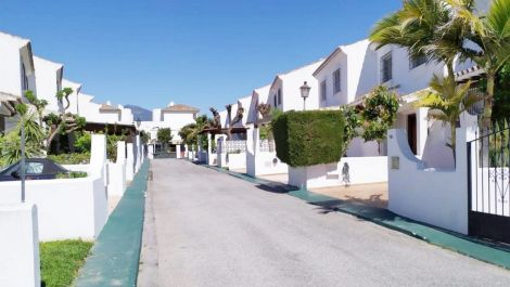 Adosado de 3 dormitorios en venta en San Pedro de Alcántara – R3453748