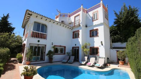 Villa de 5 dormitorios en venta en Puerto Banús – R3425710 en