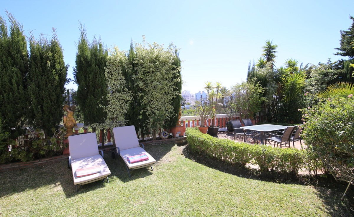 5 bedroom Villa for sale in Puerto Banús – R3425710