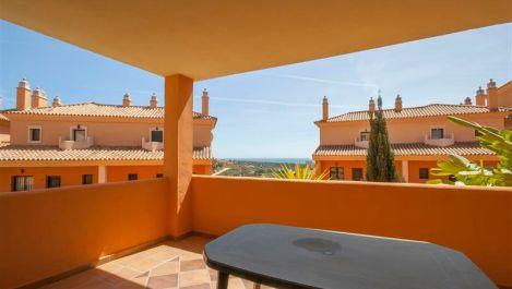 Apartamento de 3 dormitorios en venta en Elviria – R3548176 en