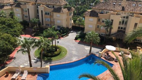 Apartamento de 3 dormitorios en venta en Elviria Hills – R3423952