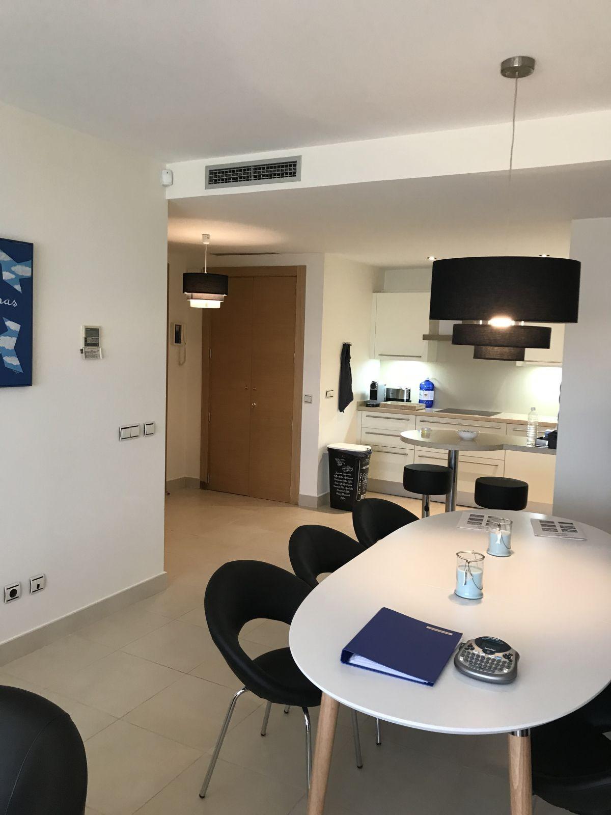 Apartamento de 3 dormitorios en venta en Altos de los Monteros – R3237655