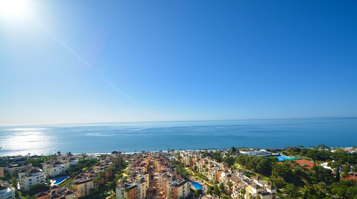 2 bedroom Penthouse for sale in Elviria – R3599501