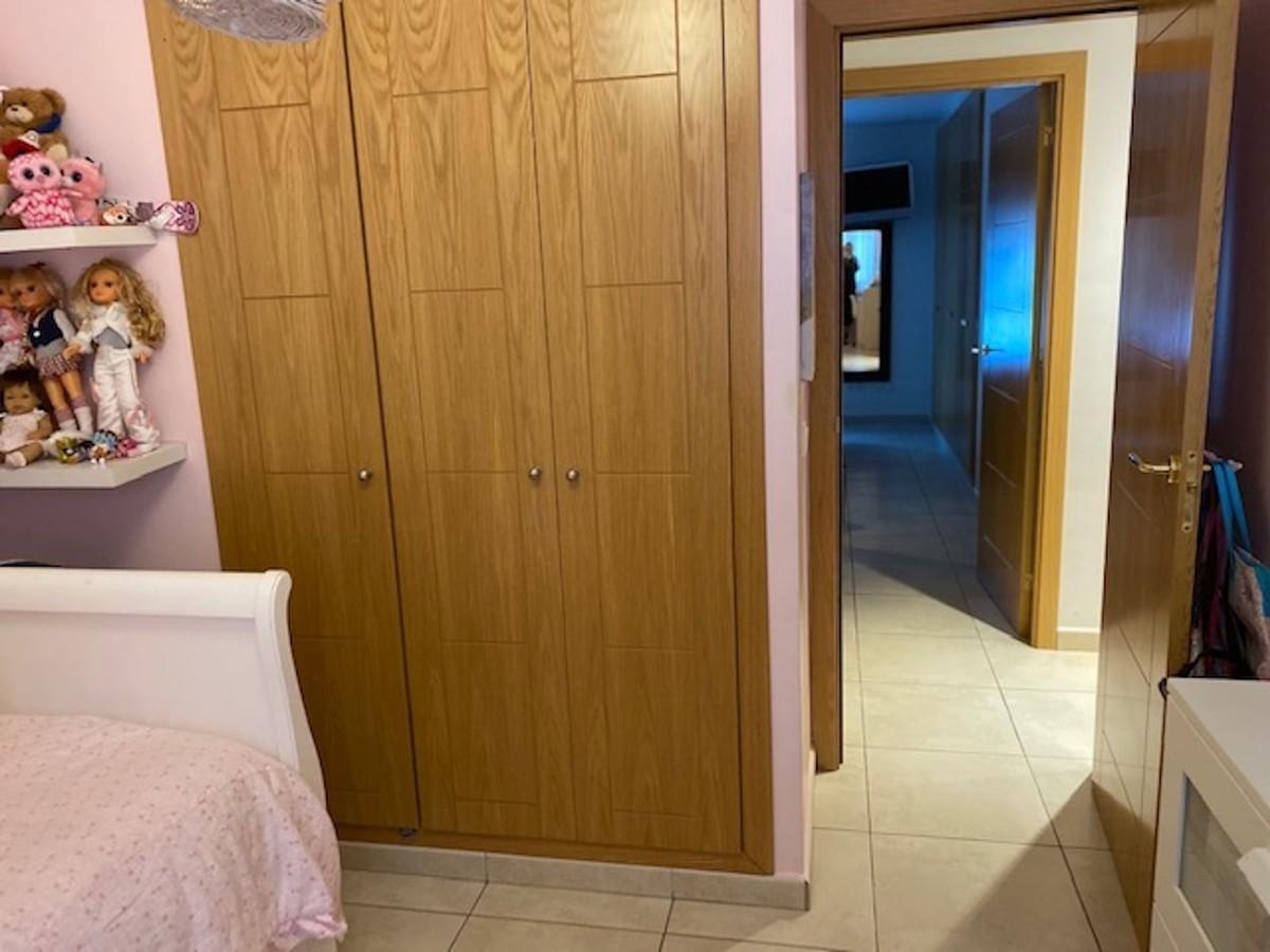 Apartamento de 2 dormitorios en venta en Nueva Andalucía – R3600350