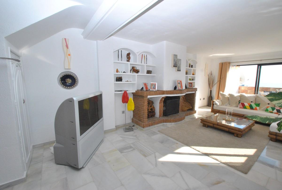 Apartamento de 2 dormitorios en venta en Calahonda – R3597818