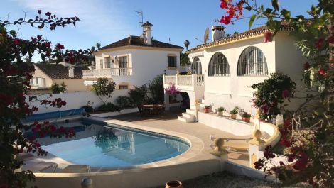 3 bedroom Villa for sale in Estepona – R3556273