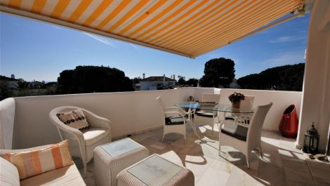 2 bedroom Penthouse for sale in Elviria – R3609746 in