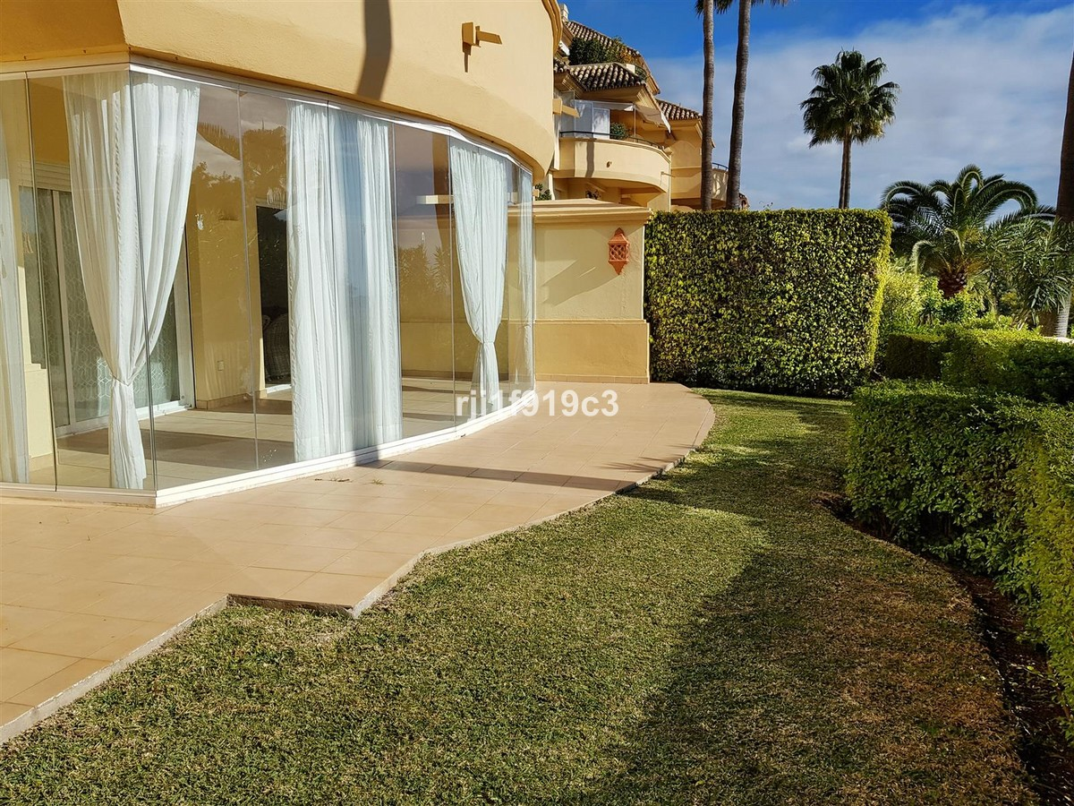 2 bedroom Apartment for sale in Elviria Hills – R3569353