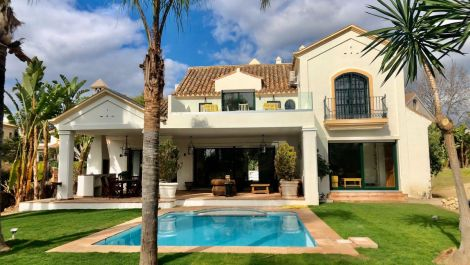 Villa de 5 dormitorios en venta en Guadalmina Baja – R3597737 en