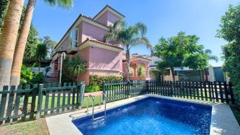 Villa de 6 dormitorios en venta en Puerto Banús – R3610514 en