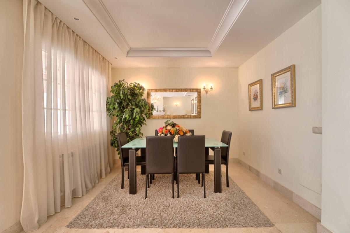 6 bedroom Villa for sale in Puerto Banús – R3610514