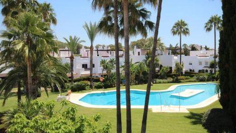 Adosado de 3 dormitorios en venta en San Pedro de Alcántara – R3600920 en