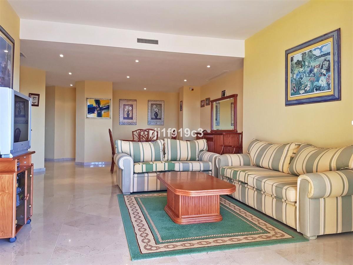 Apartamento de 3 dormitorios en venta en Elviria – R2956628