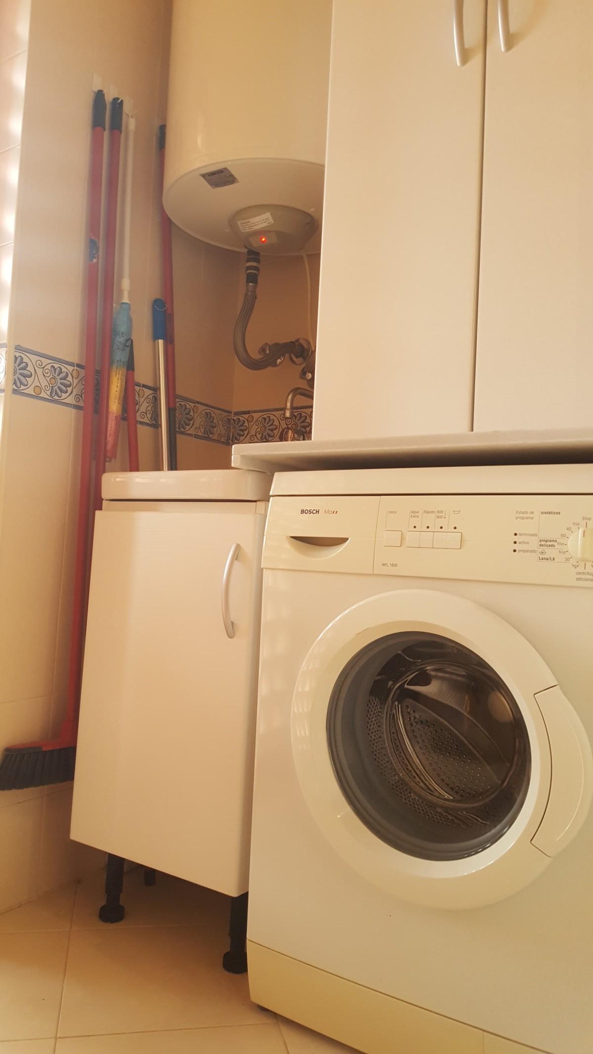 Apartamento de 2 dormitorios en venta en Elviria – R3452284