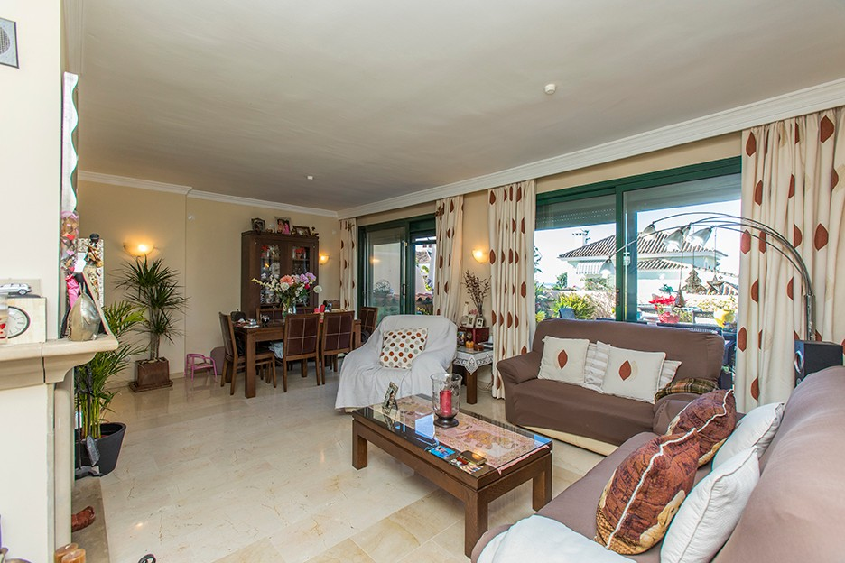 3 bedroom Apartment for sale in Elviria – R3336796