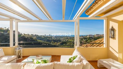 3 bedroom Penthouse for sale in Elviria Hills – R3096349 in