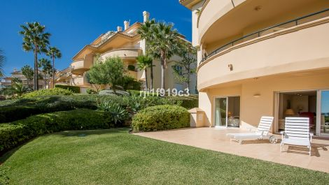 3 bedroom Apartment for sale in Elviria Hills – R3266086