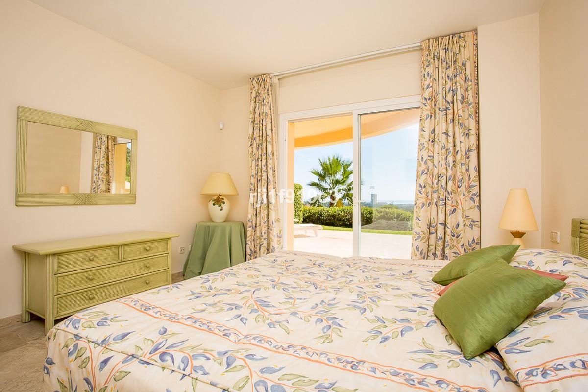 Apartamento de 3 dormitorios en venta en Elviria Hills – R3266086