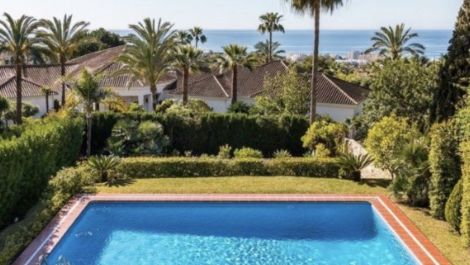 5 bedroom Villa for sale in Sierra Blanca – R3593320