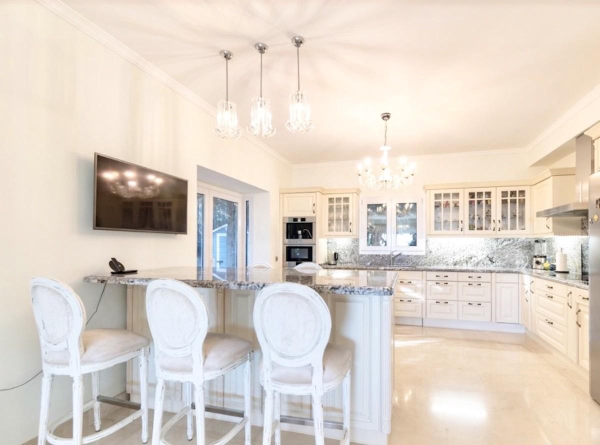 5 bedroom Villa for sale in Sierra Blanca – R3593320