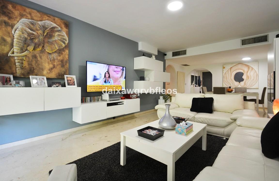 Apartamento de 3 dormitorios en venta en San Pedro de Alcántara – R3199390