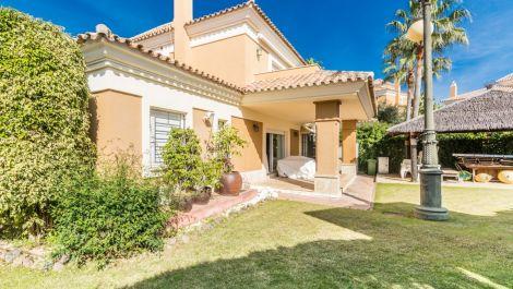 Villa Pareada de 5 dormitorios en venta en Santa Clara – R3600485 en
