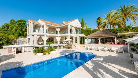 Villa de 5 dormitorios en venta en La Quinta – R3571774