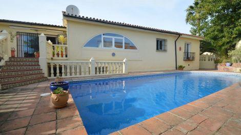 4 bedroom Villa for sale in Estepona – R3607427