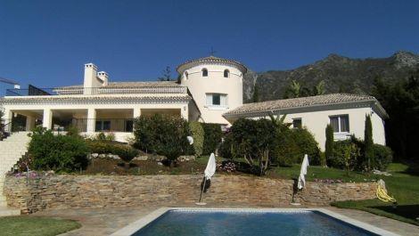 8 bedroom Villa for sale in Sierra Blanca – R2279051