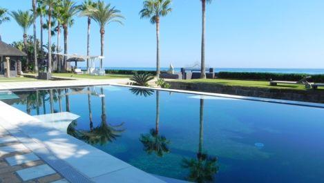 7 bedroom Villa for sale in Los Monteros – R2258903