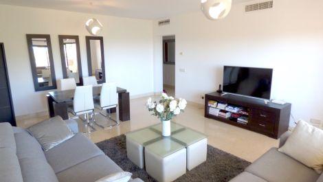 Apartamento de 2 dormitorios en venta en Benahavís – R3404728