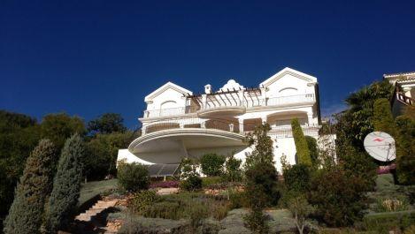 6 bedroom Villa for sale in Altos de los Monteros – R2116109 in
